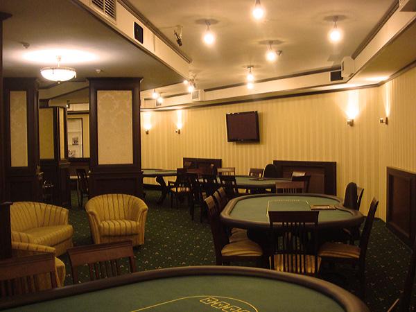 где поиграть в покер в киеве