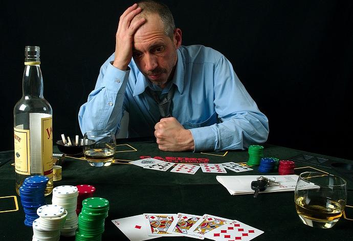 Почему не стоит играть в карты игровые автоматы три семерки