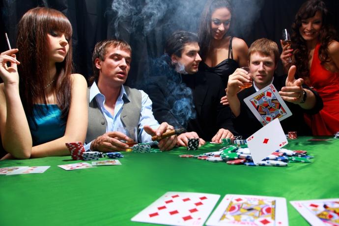 Живой покер или онлайн как играть в покера в карты