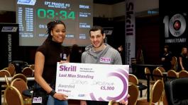 Украинец Денис Дробина получает приз от Skrill переиграв 100 соперников