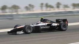 Will Bratt на машине Formula Two с логотипом PartyPoker