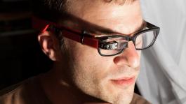 Журнал Esquire рассказал о Google Glass и покере