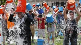 Благотворительная эстафета Ice Bucket Challenge добралась и до покеристов