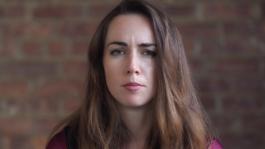 Лив Бори и её благотворительность по высоким ставкам (видео)